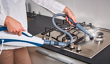 Scopa a vapore Polti Vaporetto SV460_Double: pulizia piano cottura